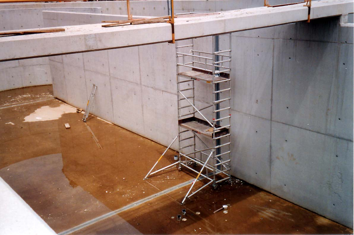 Maxjoint Elastic - expansion-joints- mobile or flexing crack sealer, sealing joints in cracked concrete